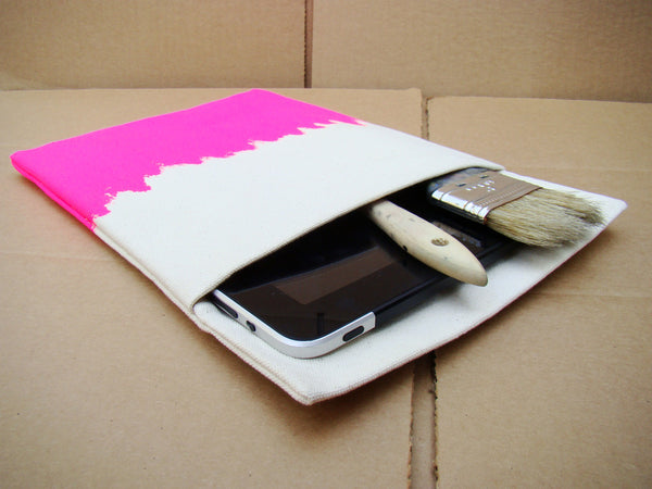 iPad sleeve - Pink on White