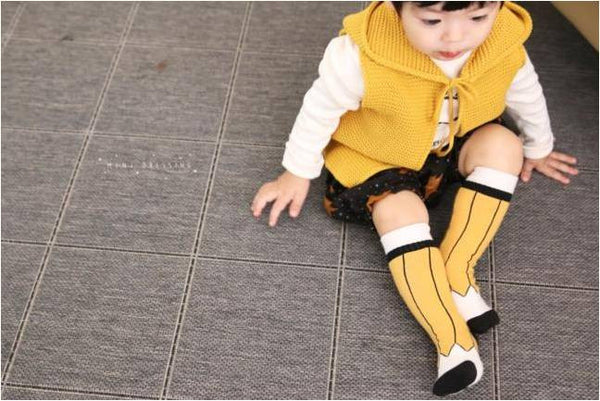 Mini Dressing pencil knee high socks yellow