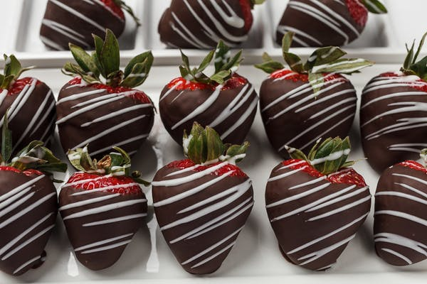 12 Piece Chocolate Covered Strawberries
