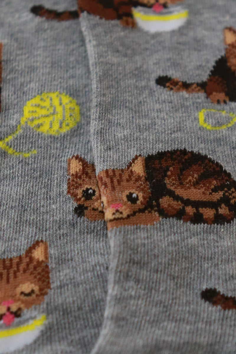 womens cat and yarn socks