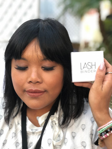 BLOGGER WEARING LASHES