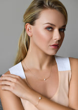 Load image into Gallery viewer, Woman Power Akoya Pearl Gold Chain Cuff Earring