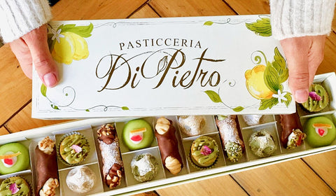 Be the hero of any gathering. The box includes an assortment of delicious Sicilian delights that would suit everyone's taste :)