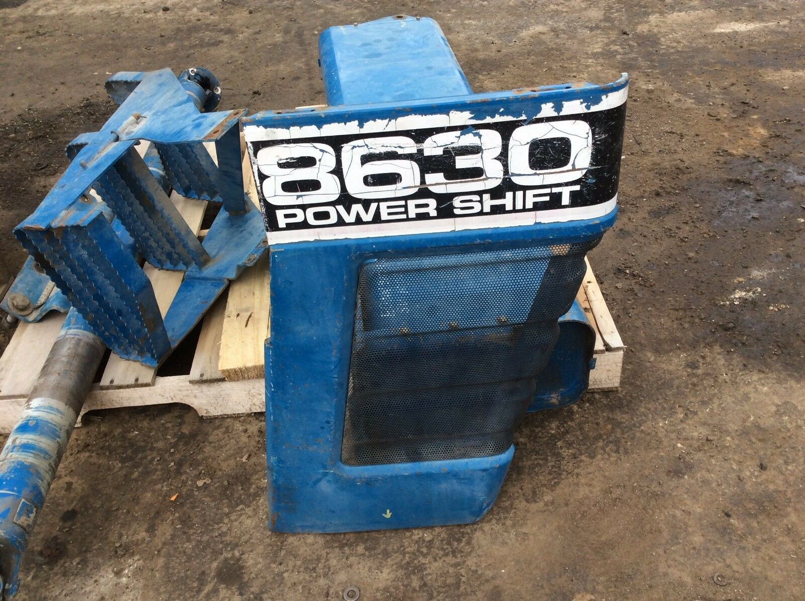 Ford 8630 Side Grille D9NN8A134AA Right Hand