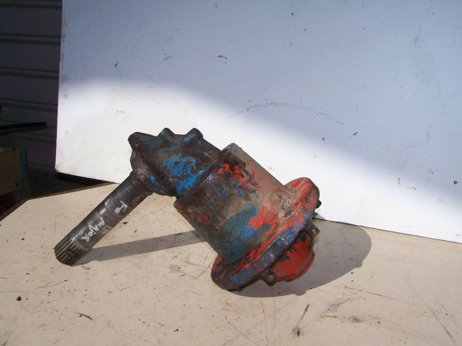 Fordson Super Major LH Hub  81717265 & Spindle E1ADKN3108