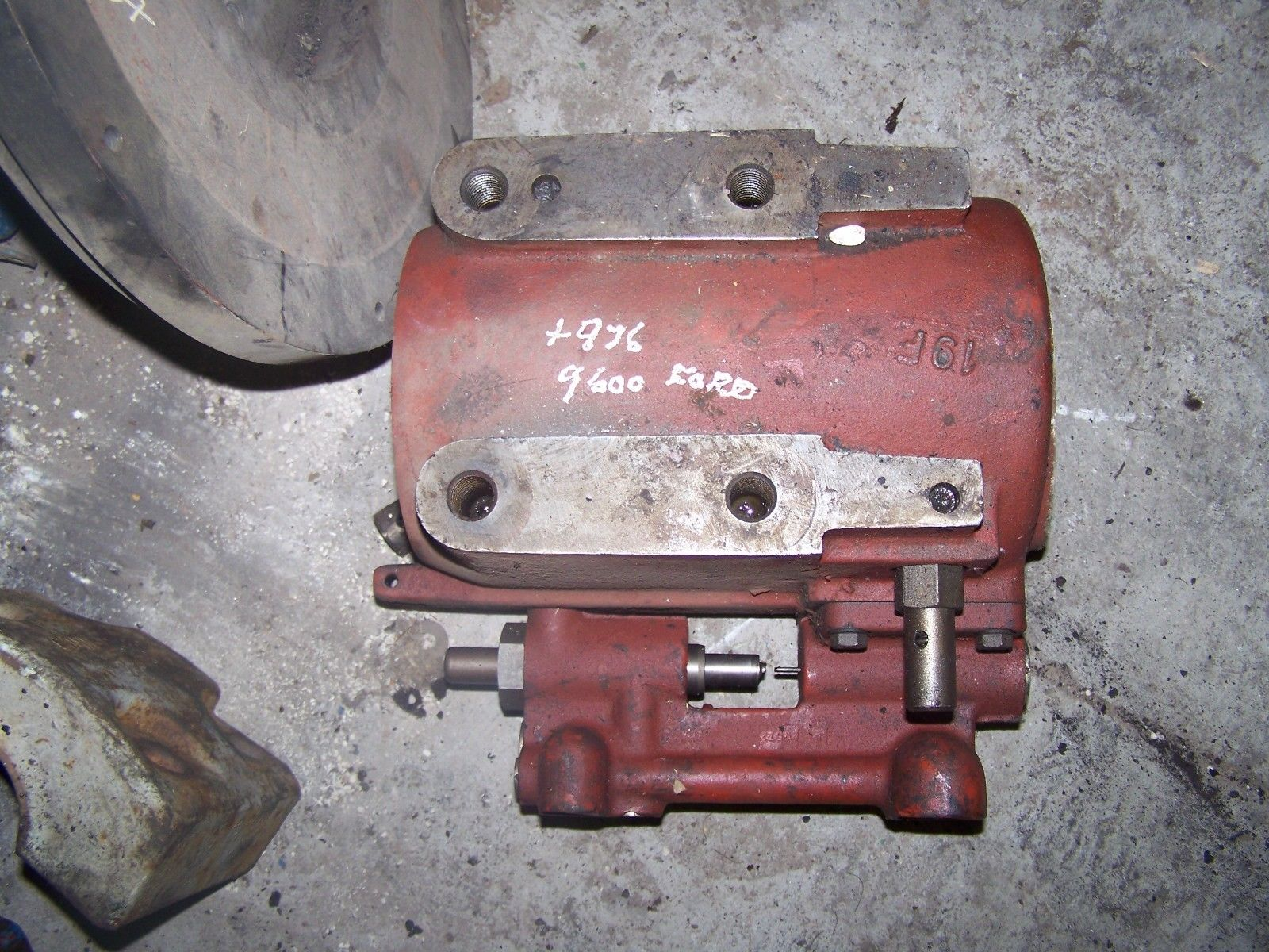 Ford 9600/TW-10 Lift Cylinder Assembly 510BA/D8NN