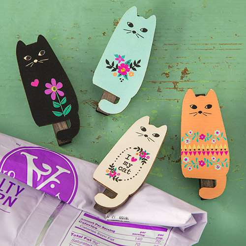 Magnetic cat pegs clips