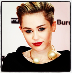 SOLD!!! Chanel Vintage Pearl Choker Necklace, 2000: Miley Cyrus