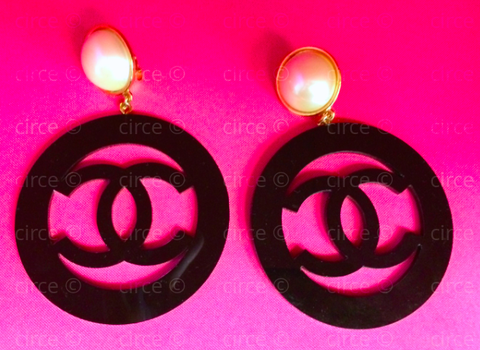 ** Chanel 1988 Rare Vintage Black Resisn CC Logo Jumbo Hoop Earrings **