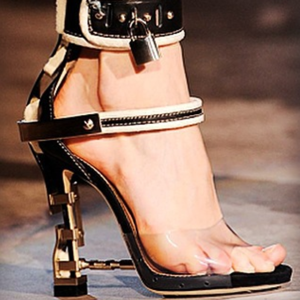 059fae1708 Dsquared Dsquared2 Runway Sybil Virginia High Heel Sandals: Rihanna