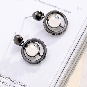 Temperament Round Earrings with White Cubic Zircon