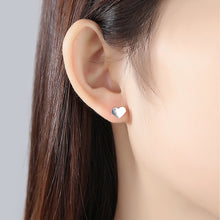 Load image into Gallery viewer, 925 Sterling Silver Simple Romantic Heart-shaped Stud Earrings