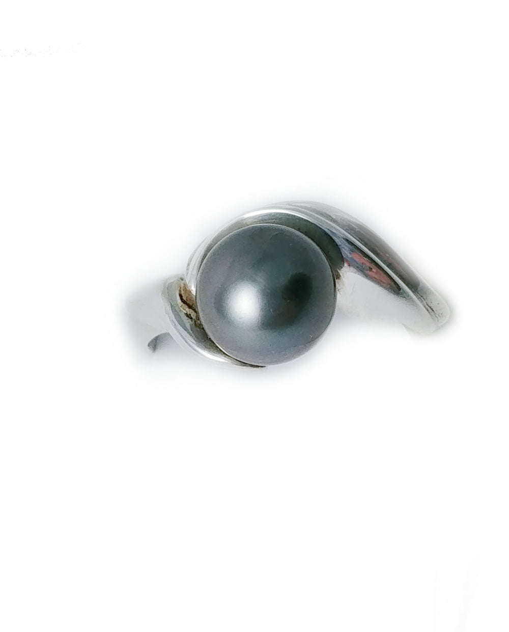 Silver ring with black Tahitian pearl