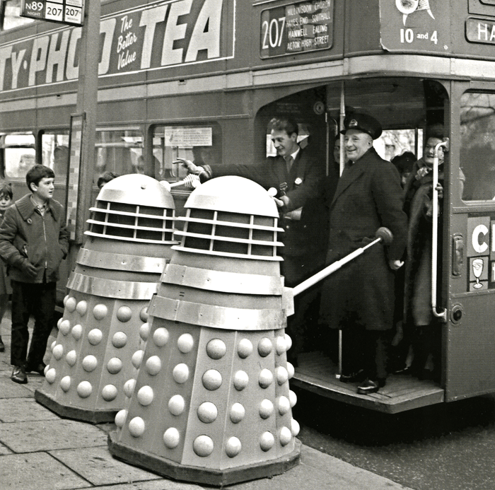 Funny Cards - Daleks Taking The Bus