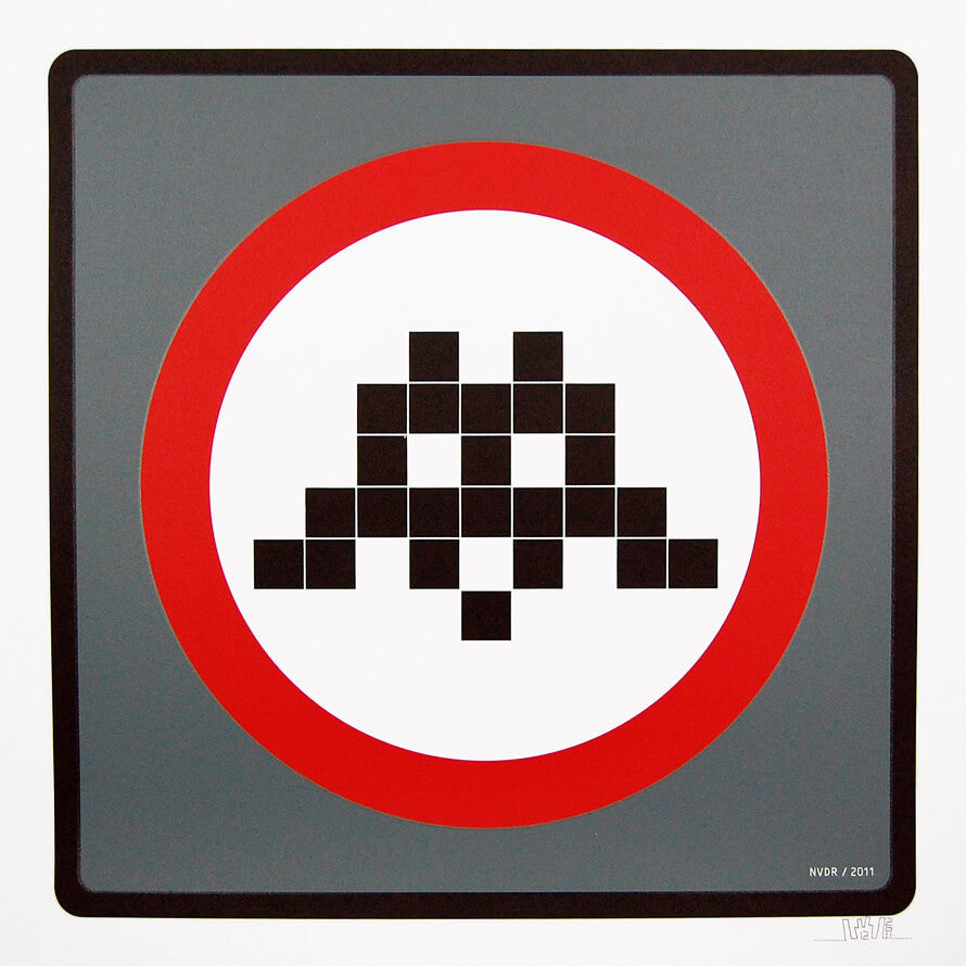 "Space Invader ""Warning Invader"" Grey"