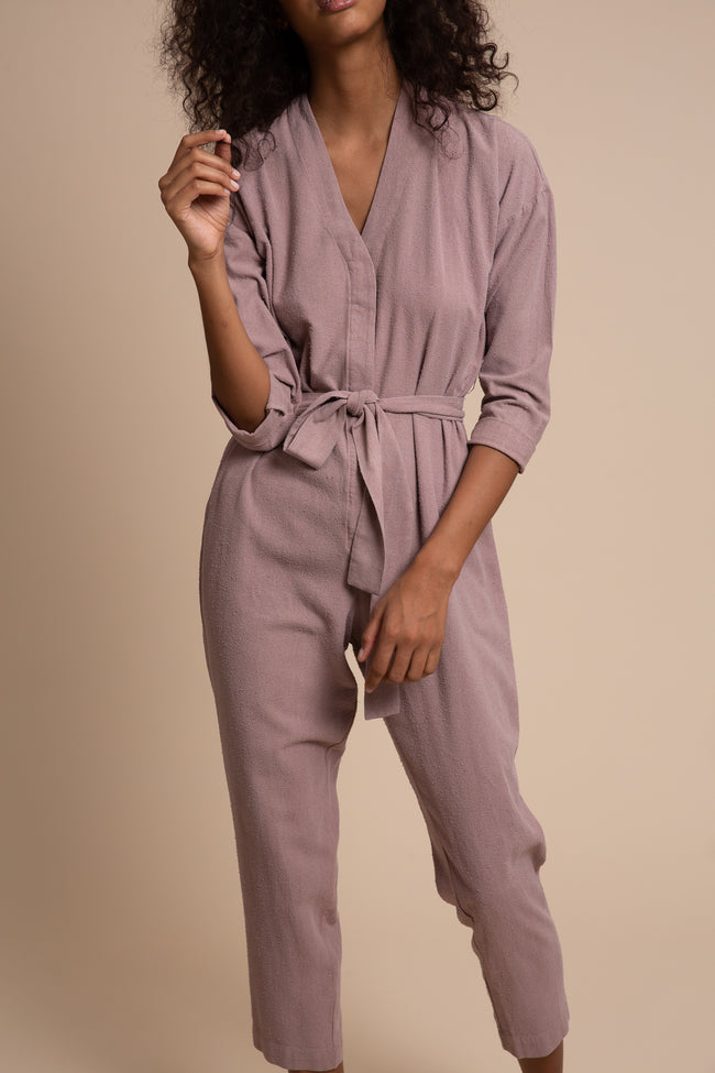 The Reade Jumpsuit is made from seasonless raw silk. With pared down details, a clean placket and slightly raised kimono collar – this is the ultimate one and done piece.