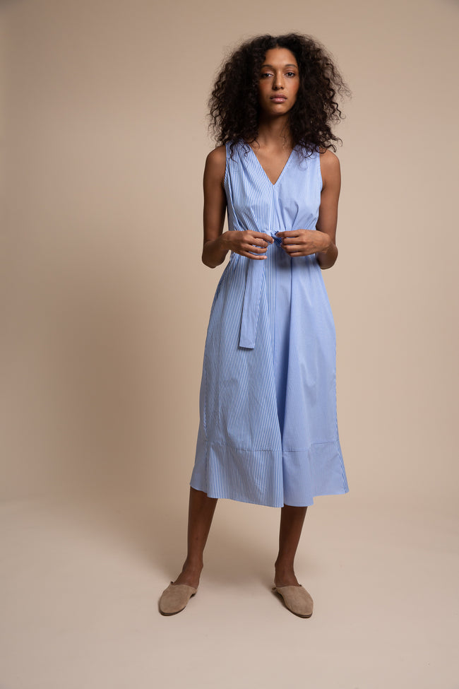 Made from our crisp yet comfortable deadstock striped poplin, the Vestry dress has a split personality - wear it loose and easy or create a little drama by belting it.