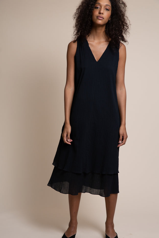 Made in the USA of sustainable GOTS certified organic cotton, the Vestry dress has a split personality - wear it loose and easy or create a little drama by belting it.