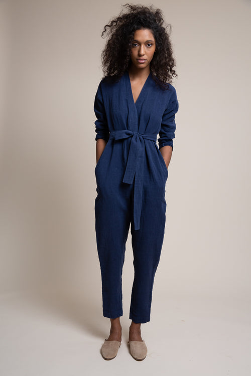 The Reade Jumpsuit is made from soft sustainable washed linen. With pared down details, a clean placket and slightly raised kimono collar – this is the ultimate one and done piece.