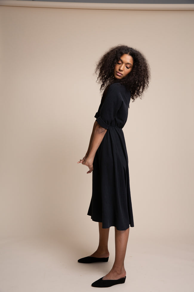 The Walker dress has a gently elasticated waist and slightly flared skirt for a polished look.  Made from a seasonless low-impact raw silk, this dress is fully reversible – wear the keyhole in the front for a more open neckline.