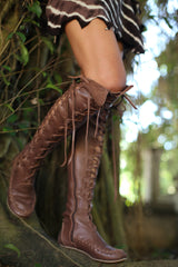 Leather boots for women with chocolate brown lacing