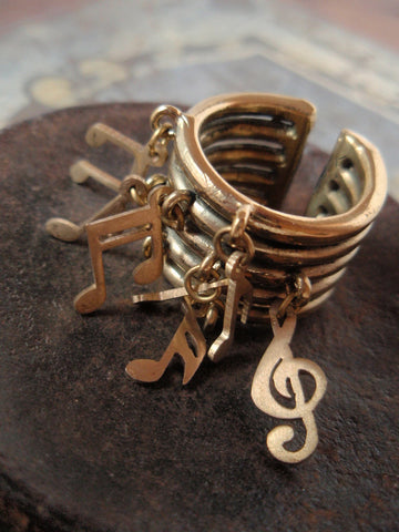 Unsung Melody (ring)