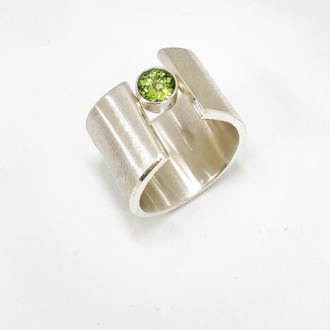 wave ring - peridot