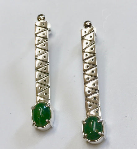 pounamu growth earrings -mid green