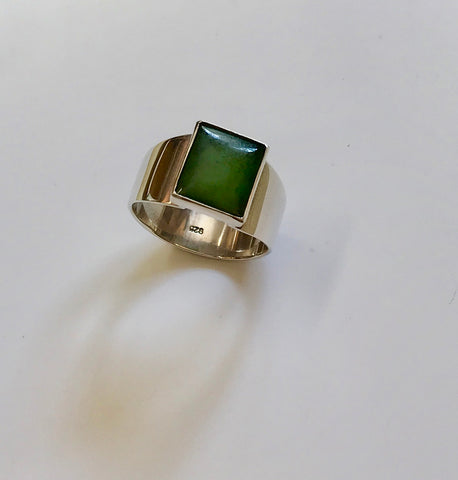 pounamu signet ring (mid green)
