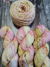 Load image into Gallery viewer, NEW BLOOMS SWM 4PLY.