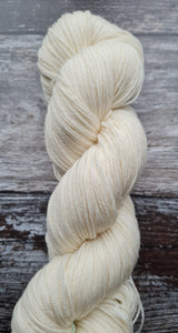NATURAL  SWM 75/25 50g 4PLY.