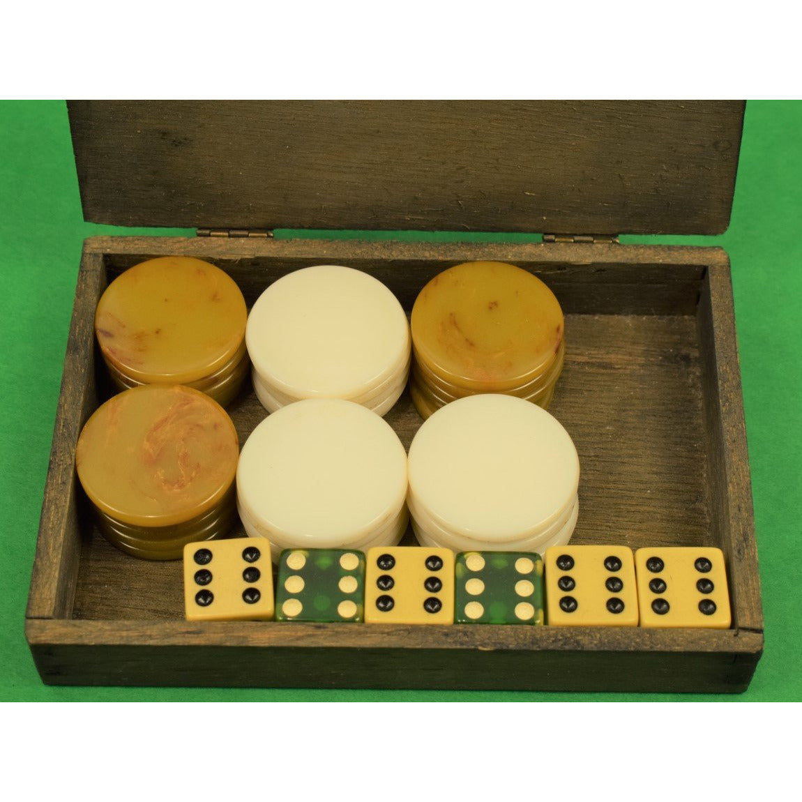 La Tropical De Luxe Boxed Bakelite Chip Set