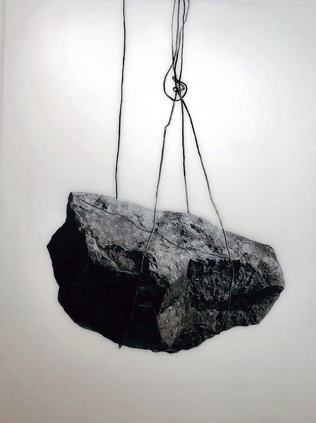 Fatiha_Zemmouri_Artist_moroccan_Contemporary_Art_Africa_alexia_werrie_gallery_rocher_en_Suspension_dessin_drawing