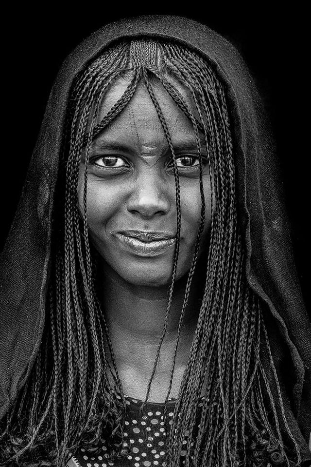 IMG Feron Benoit tribal photography in black and white portrait of Djibuti Girl Alexia Werrie Gallery Art in a House Tervuren Belgium