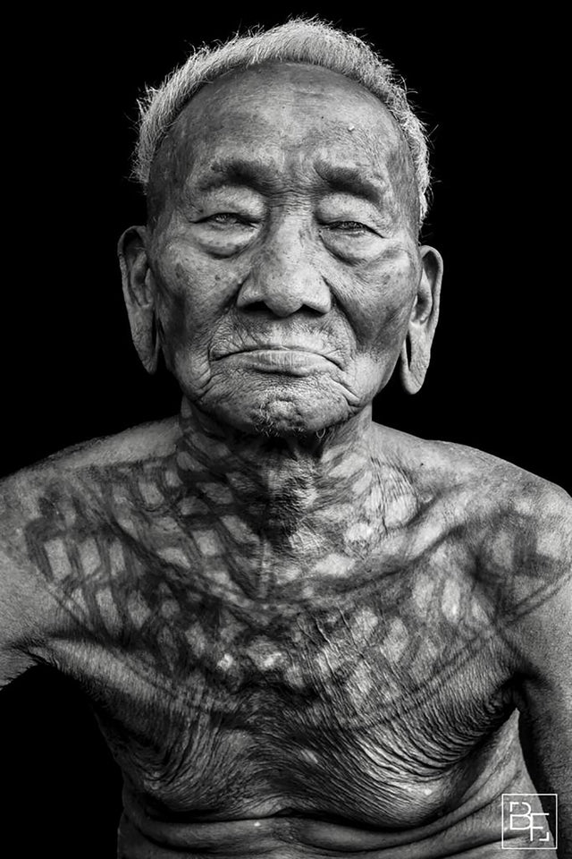 IMG Benoit Feron tribal photography portrait konyak tatooed headhunter black and white photography at alexia werrie gallery art in a house tervuren belgium