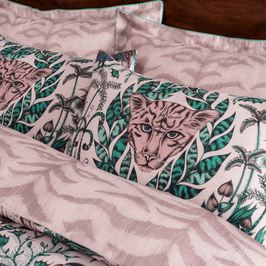 See the detail in the Amazon bedding which is now available in a pink tone, transform your bedroom into an exotic maximalist jungle paradise