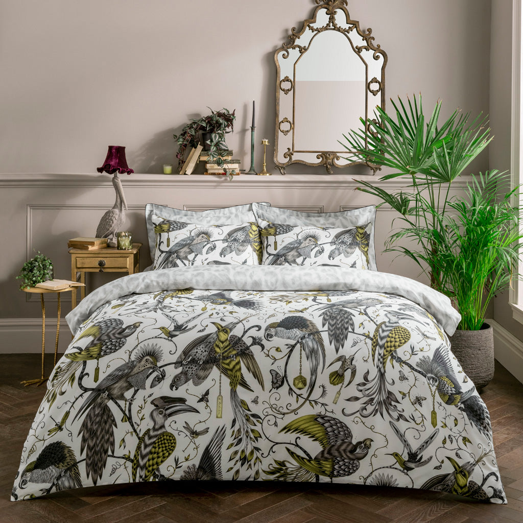 The luxurious gold yellow Audubon design on the front and the contrasting soft grey Felis design on the reversible side. Create an exotic statement with this magical set and let all your bedroom interior dreams come true