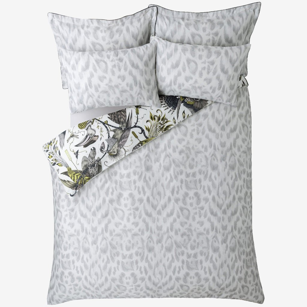 The unique Audubon Gold Oxford pillowcases will turn your bedroom into a jungle. Enjoy two designs in one with the luxe Gold Audubon on the front and the Silver grey reverse to add a touch of maximalism to a bedroom with an otherwise neutral colour scheme.