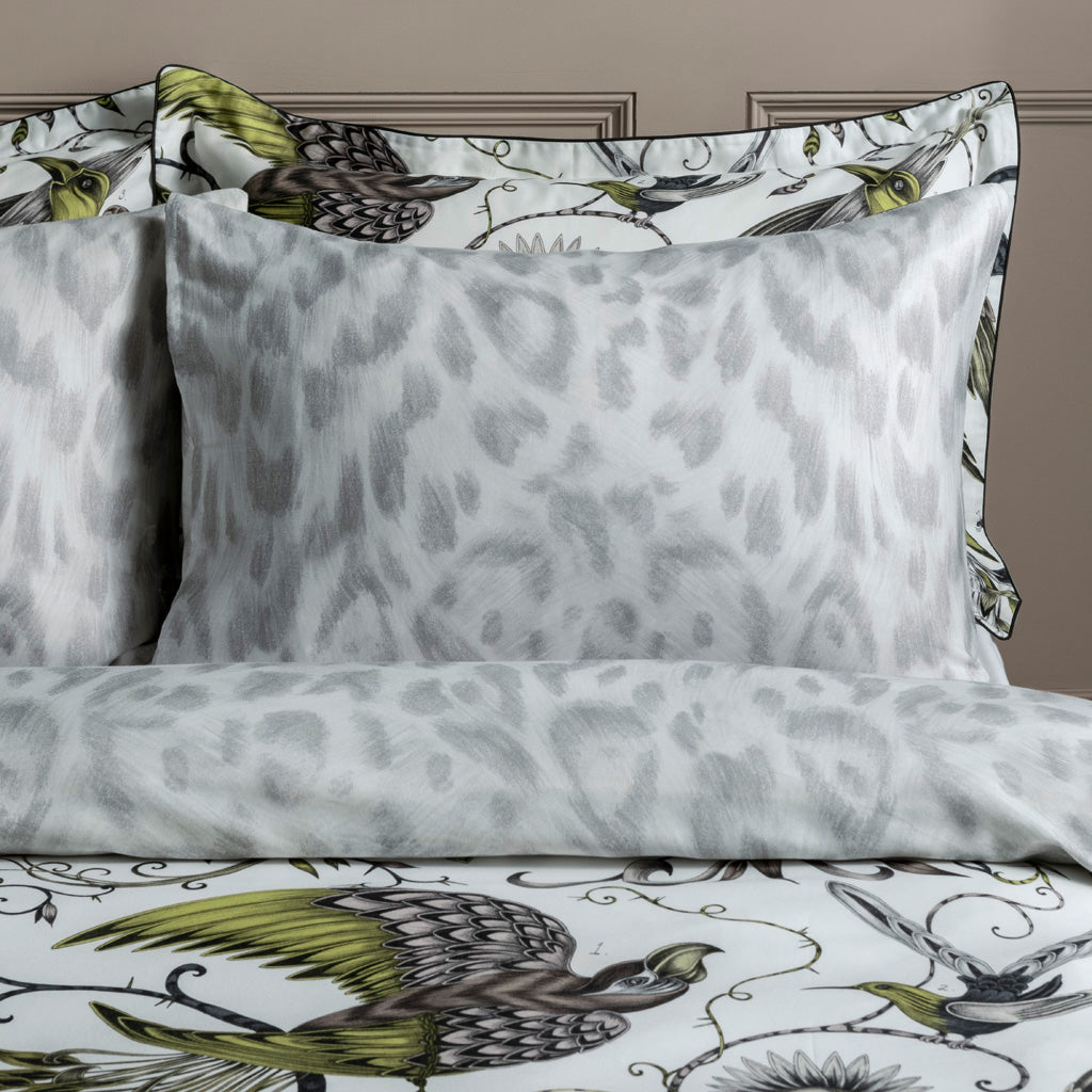The reverse side of the Audubon Gold Standard Pillowcases featuring the Felis design to add a touch of maximalism to a bedroom with an otherwise neutral colour scheme.