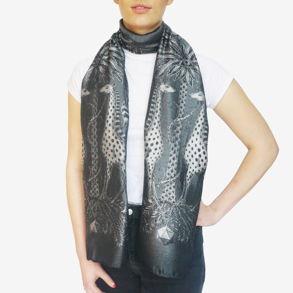 The generous length of the Emma J Shipley silk woven scarf allows for a glamorous finish for a daytime or evening look.