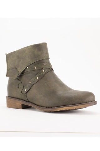 Trendy Bash Bootie In Distress Cement Color