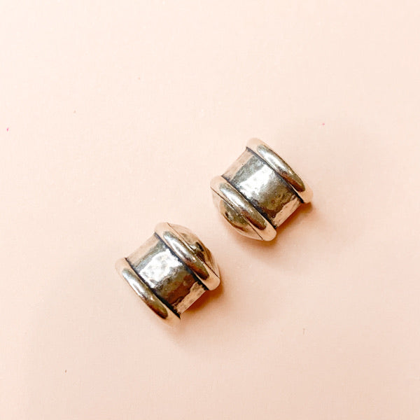 Load image into Gallery viewer, 11mm Shiny Distressed Silver Caps- 2 Pack - Christine White Style