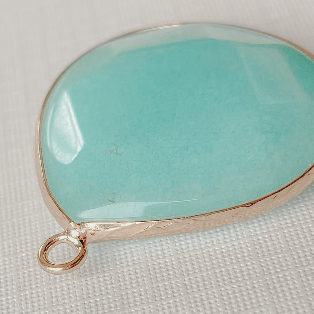 Load image into Gallery viewer, 28mm Dyed Jade Gold Bezel Pendant