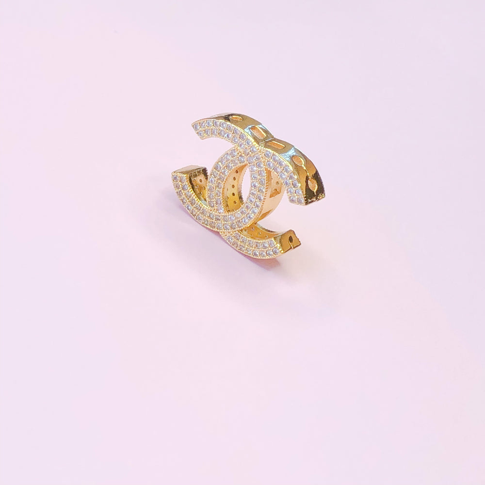 Load image into Gallery viewer, 19mm Bright Gold Interlocking C Bead