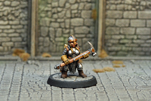 DAD13 - Female Dwarf Fighter