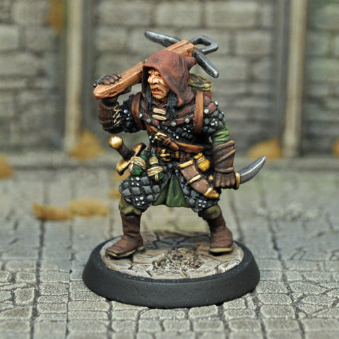Otherworld Miniatures DAD10 - Male Half-Orc Assassin