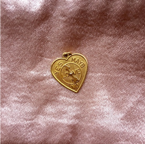 Gold badge about love - Fashion inspiration photography - Ellis and Friends