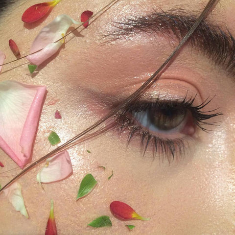 Floral beauty make up look blush eyeshadow