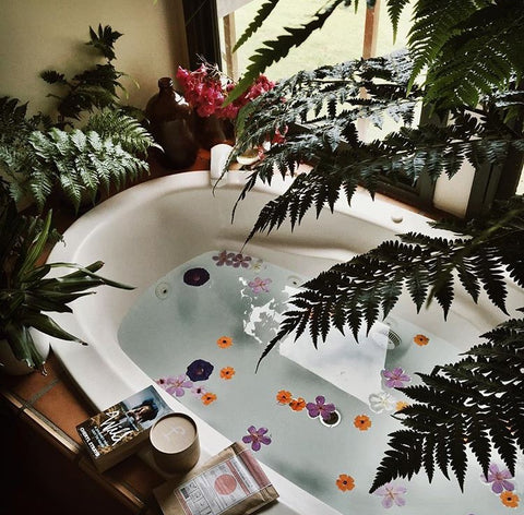 pretty bath tumblr lifestyle fashion