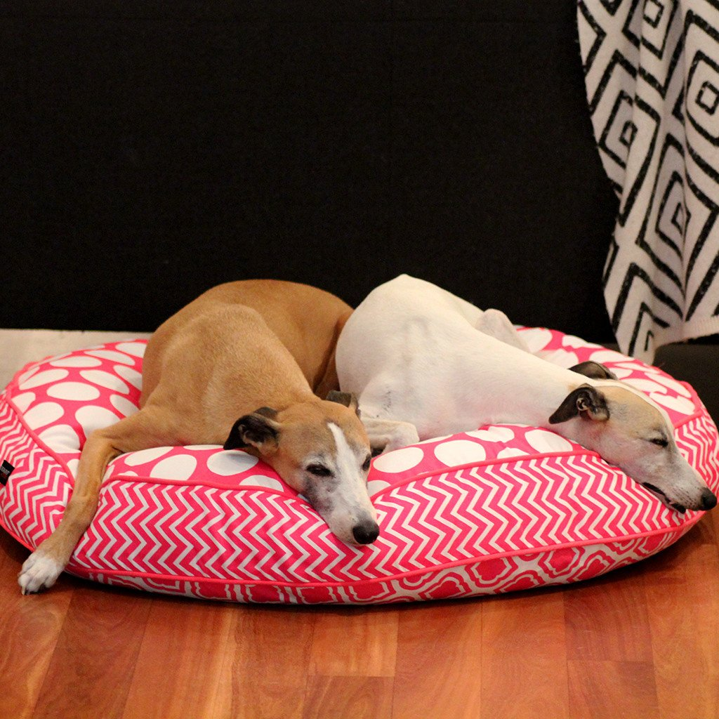 Dharf luxury dog bed in white and pink geometric pattern